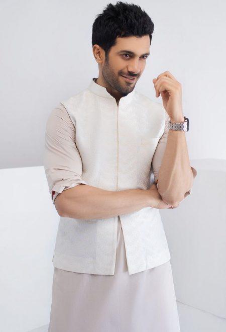 White waist coat